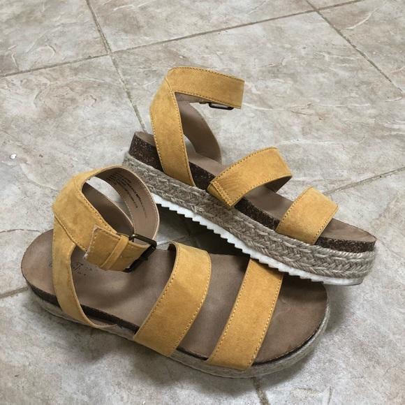 70bba6bd2b2 Yellow Platform Sandals. M 5ba545a1d6716a2452e3e218